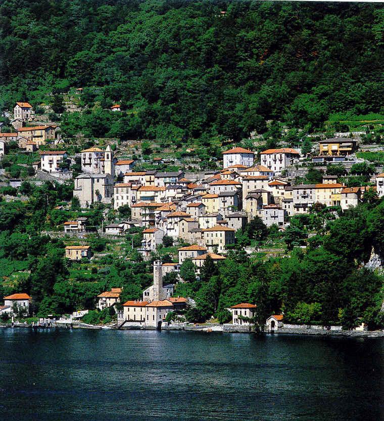 Il lago di Como visto dal porticato della chiesa romanica di San ...